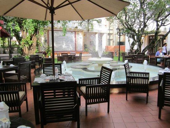 Hotel Saigon Morin : Breakfast area