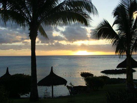 Canonnier Beachcomber Golf Resort & Spa: beau coucher de soleil face de la case nautique
