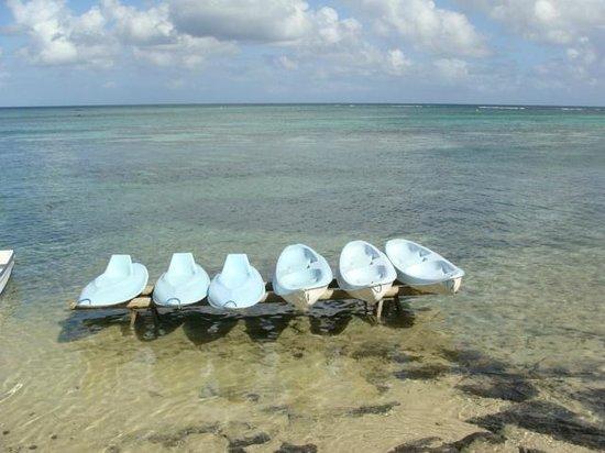 Canonnier Beachcomber Golf Resort & Spa: devant la case nautique