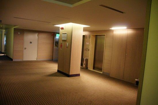 Mercure Venezia Marghera hotel: bright and clean hallway