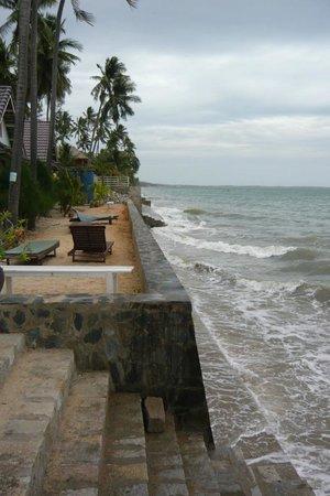 Mui Ne Resort by The SinhTourist: The beach