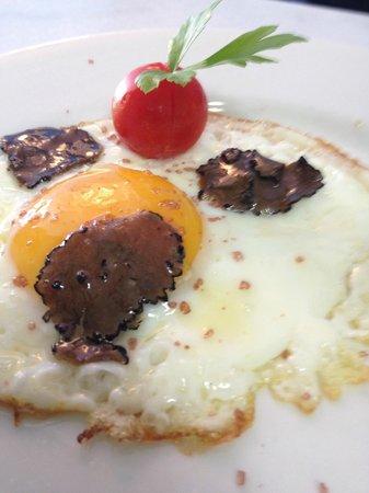 Hosteria Saltaleone : uovo con tartufo e hawaiian salt