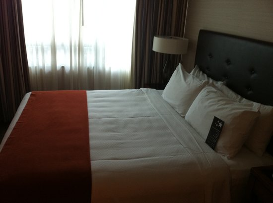 كامبريدج سويتس هوتل - تورونتو: Bedroom