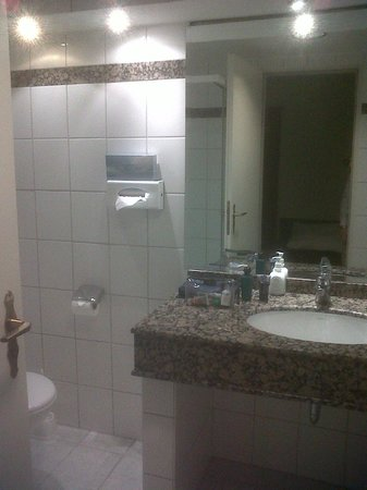 Hotel Waldesrand: Bathroom
