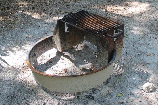 Kathryn Abbey Hanna Park : Fire pit / grill at each site