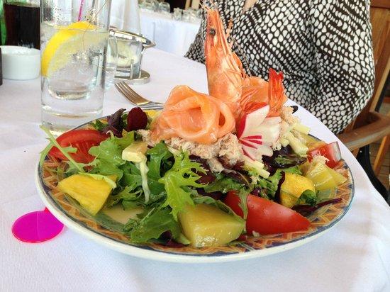 Plage Helios : salade des tropiques - trés bon et copieux