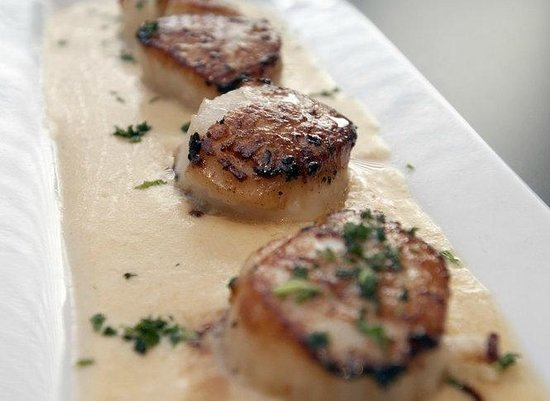 Ramada Saginaw Hotel & Suites: Rainmakers Small Plates Seared Scallops