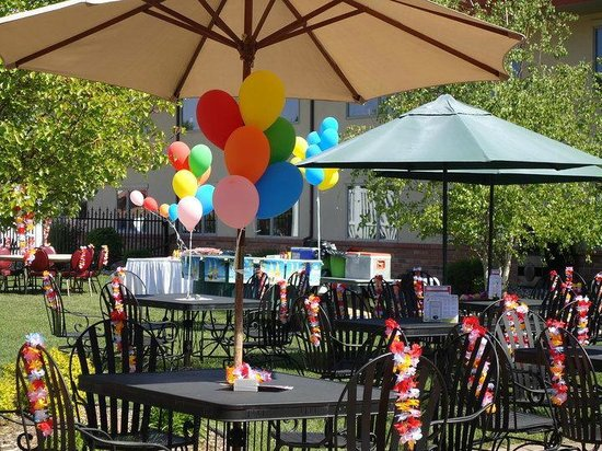 Ramada Saginaw Hotel & Suites: Rainmakers Patio Bar perfect for special events