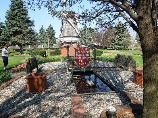 Veldheer Tulip Garden: May 2, 2013