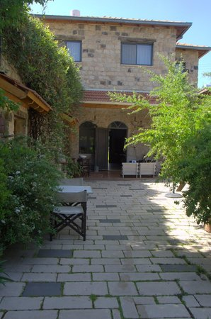 Shulamit Yard: Looking toward the guest entrance to the main house