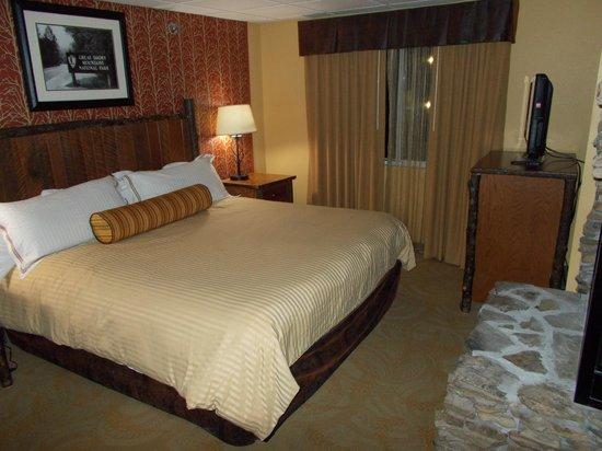 Old Creek Lodge: King bed