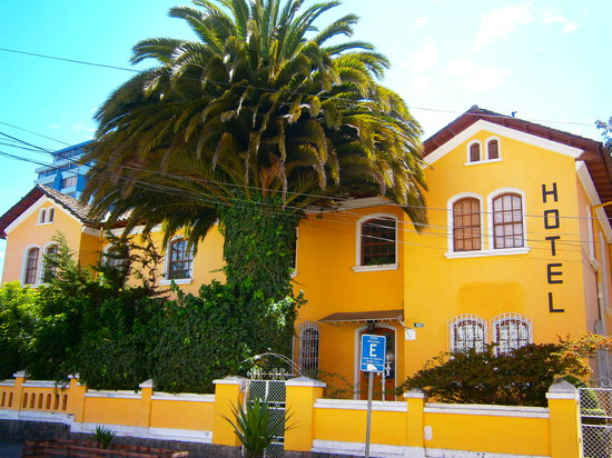 Yellow House Hotel: beautiful colonial style hotel in the buzz of the famous plaza mariscal