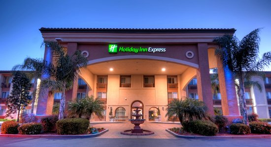 Welcoming entrance to the Holiday Inn Express Temecula