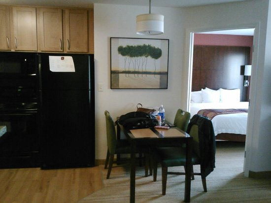 Residence Inn Glenwood Springs : kitchen/dining/king bedroom