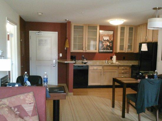 Residence Inn Glenwood Springs: kitchen/living area