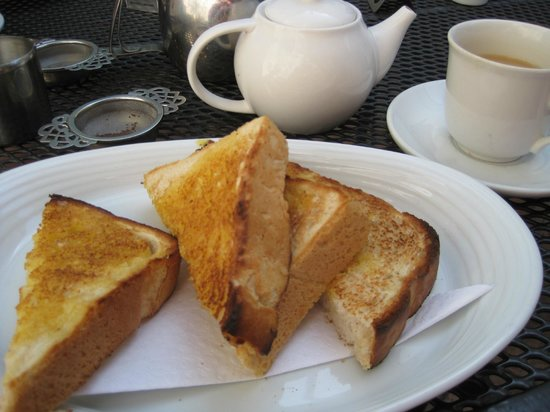 Green Goose Cafe Bistro: Tea and toast