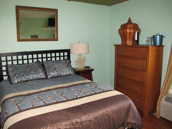 Pam's Pelican Bed & Breakfast : Zen bedroom