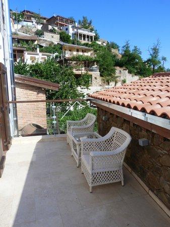 كازالي بانايوتيس: Balcony