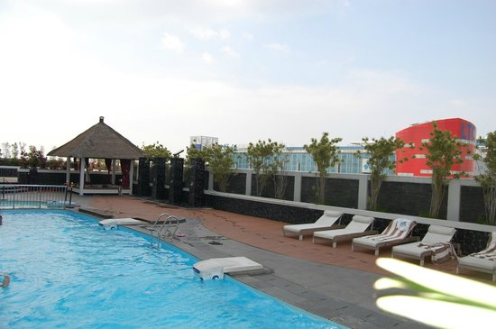 Hotel Novotel Jakarta Gajah Mada Swimming Pool A Little Bit Chilli But Good
