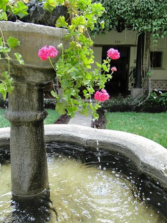 Hotel Posada de Don Rodrigo: There are fountains everywhere.