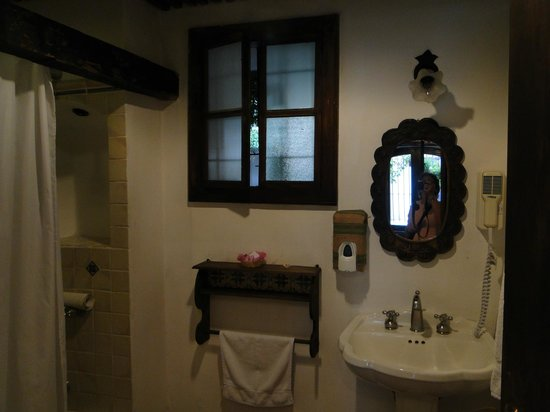 Hotel Posada de Don Rodrigo: Very clean bathroom.