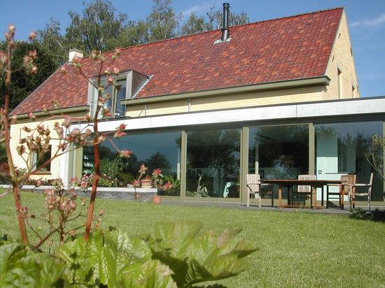 De Bosgeus: Living room, terrace and garden