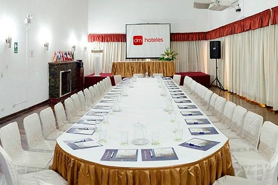 DM Hoteles Tacna: Salón de negocios