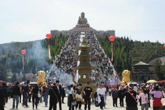 Nanshan Tourist Area: big Buddhist Temple