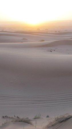 Bivouac Territori Nomada: Sunrise over the dunes