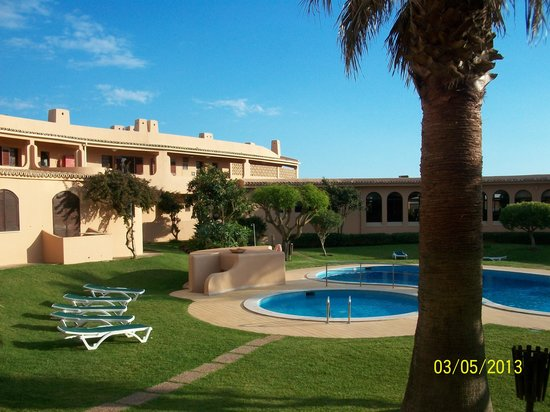Clube Maria Luisa : Relaxing by the pool