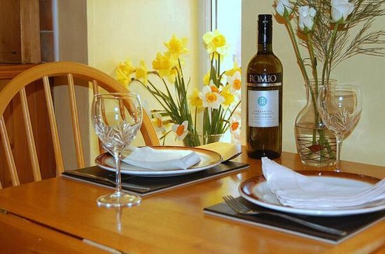 Mull of Galloway Holidays: Auld Smiddy Dining Table