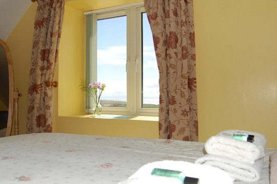 Drummore, UK: Auld Smiddy Cottage Bedroom with view to the Mull of Galloway and the sea