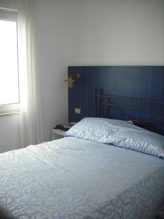 Torre dei Borboni Hotel: Camere semplici, essenziali, molto piccole.