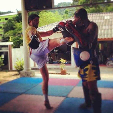 Island Muay Thai: Kicking
