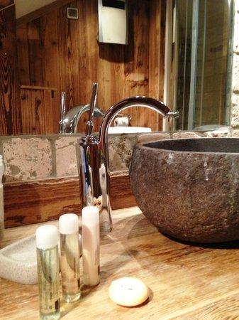 Les Cimes: Typical bathroom