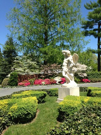 Hillwood Museum & Gardens: Front of Mansion