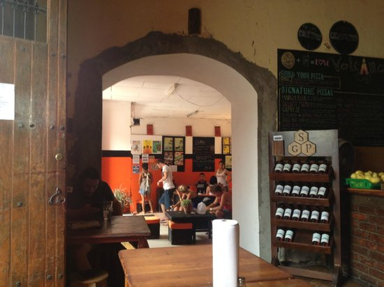 Bigfoot Hostel: The cafe