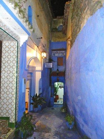 Dar Antonio: Entrance down laneway