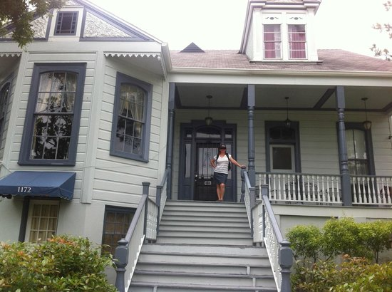 Oakview Bed and Breakfast: front porch