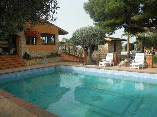 Borgo dei Vigneti: piscina