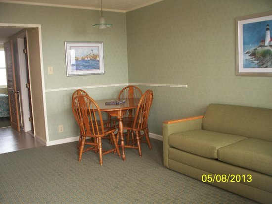 Camelot Motel: the livingroom