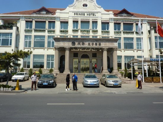 Zhan Qiao Prince Hotel: Front of Prince Hotel
