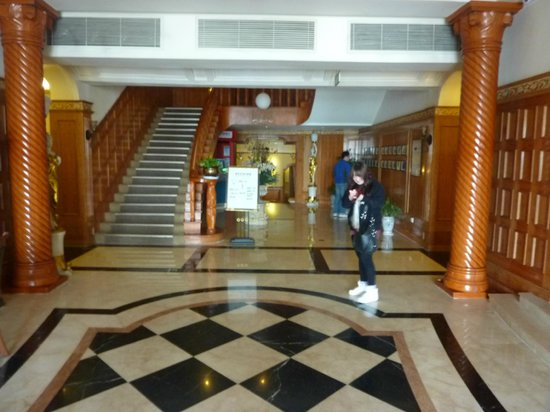Zhan Qiao Prince Hotel: Entry & Lobby of Prince Hotel