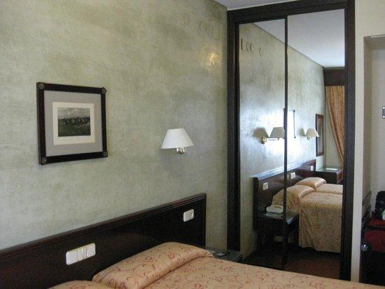 Hotel Derby Sevilla: Guardarropa