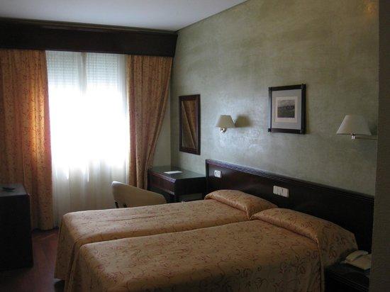 Hotel Derby Sevilla: La cama