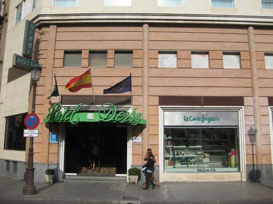 Hotel Derby Sevilla: El frente del hotel