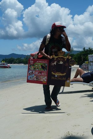 Tango Beach Resort: Mad but entertaining ice cream seller