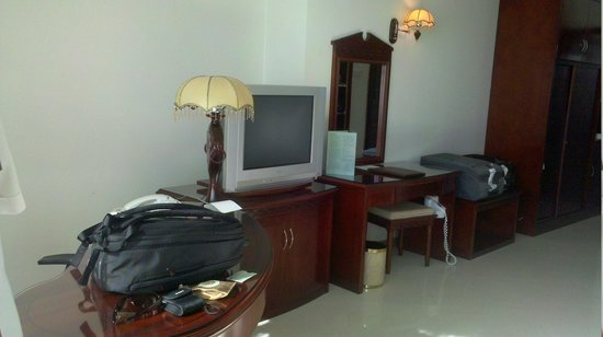 DoubleTree by Hilton Dar es Salaam-Oysterbay: small telly though but who cares