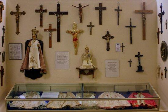 Cumberland Museum: cross display