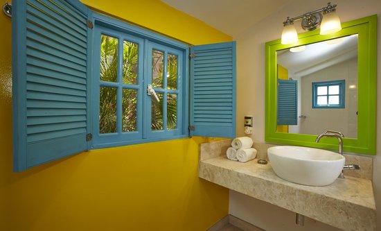 Boardwalk Hotel Aruba: Master Bathroom Two Bedroom Casita